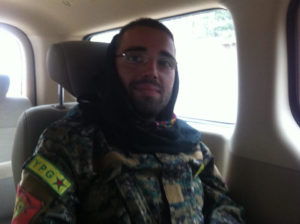 """La denuncia dell'italiano che ha combattuto nel YPG contro ISIS: """"Civili usati come scudi umani da Daesh"""""""