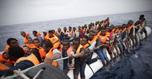Aiutarli da noi o a casa loro?