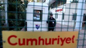Turchia, oggi tutti mobilitati per i colleghi di Cumhuriyet e gli altri giornalisti in carcere