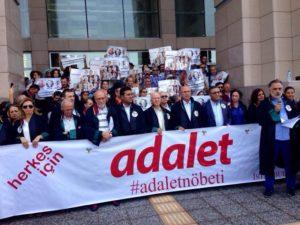 Cumhuriyet, tornano liberi sette giornalisti. Restano in carcere gli altri dieci imputati