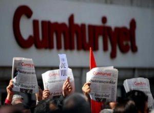 Turchia, a un anno dal fallito golpe repressione non si ferma. Il 24 luglio mobilitazione per giornalisti a processo di Cumhuriyet