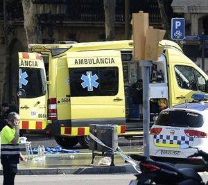 """Barcellona, furgone contro folla sulla Rambla. Media spagnoli: """"Tredici morti"""""""