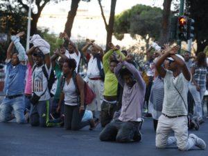 Sgombero Piazza Indipendenza: Msf: almeno 13 feriti tra i rifugiati