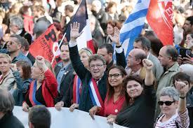 """La Francia """"indomita"""" in piazza contro Macron"""