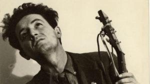 """Moriva 50 anni fa Woody Guthrie, l'ultimo """"Hobo"""", padre della canzone di protesta"""