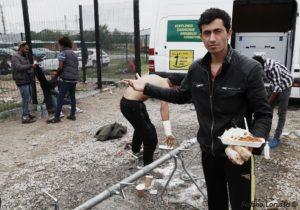 """Vado bene per l'inferno? Si, sempre storto. Un anno dopo lo sgombero della """"giungla"""" di Calais"""