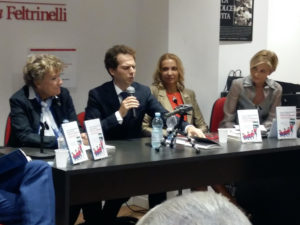 """Feltrinelli. Presentato """"Vincere le delusioni"""" di Pascale Chapaux Morelli ed Eugenio Murrali"""