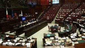 Egitto. Alla Camera dei Deputati tutti in piedi per un attimo di silenzio