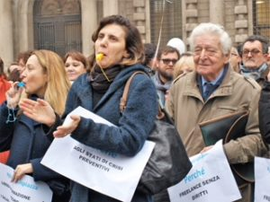 Milano, i giornalisti scendono in piazza.Sempre più precari e sfruttati, a rischio la qualità del lavoro