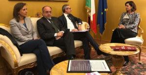 """Libertà di informazione. Boldrini: """"Non puoi pretendere indipendenza da chi è pagato 10 euro a pezzo"""""""
