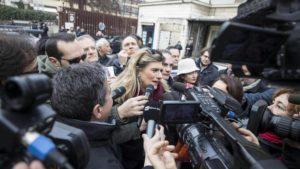 In tanti con Federica Angeli contro gli attacchi alla libera informazione