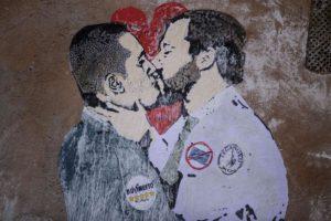 Tira il bacio Di Maio-Salvini