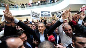 Zaman, chiesto l'ergastolo per 31 imputati tra cui il giornalista Sahin Alpay scarcerato dalla Corte Costituzionale turca