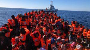 Hanno salvato i migranti dai libici, la Open Arms torna in mare aperto