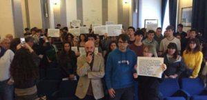 """""""Quando colpiscono un cronista, colpiscono la libertà di stampa"""". Gli studenti del Mamiani con Articolo21 per il World Press Freedom Day"""