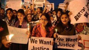 """""""Punire i colpevoli"""". L'India in piazza contro la violenza sessuale"""