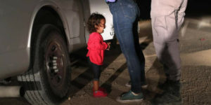 L'amministrazione Trump separa le famiglie dei migranti al confine con il Messico