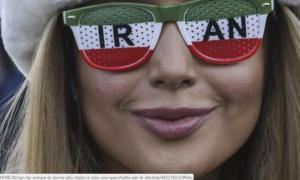 Iran, far entrare le donne allo stadio è solo uno specchietto per le allodole