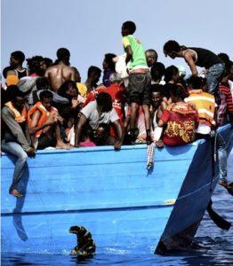 Riprendono gli sbarchi a Lampedusa. E anche la retorica e le violenze. A Ventimiglia migrante preso a sprangate
