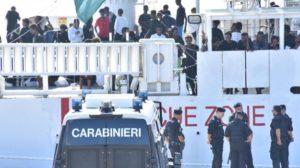 Salvini faccia scendere la ragazza eritrea violentata