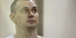 Scambio di prigionieri tra Russia e Ucraina. Libero anche il cineasta Sentsov