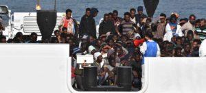 """Nave Diciotti. Fico: """"Le 177 persone a bordo devono poter sbarcare"""". L'appello a Mattarella continua a raccogliere consensi"""