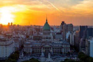 Argentina. La crisi attuale è conseguenza di precise scelte economiche. Intervista a Néstor Miguez (Faie)
