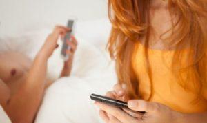 28 milioni di italiani vanno a letto con lo smartphone