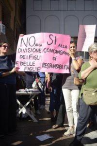 In centinaia a Bologna contro il ddl Pillon sul diritto di famiglia