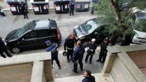 Ostia, #Noi: insulti alla giornalista Federica Angeli durante lo sgombero dell'appartamento occupato da Vincenzo Spada. Fnsi: illuminiamo il malaffare.