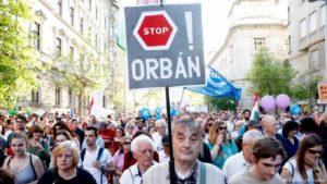 """""""Prima gli Ungheresi"""". Una truffa lo slogan di Orban"""