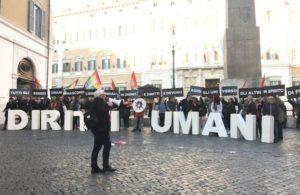 Flash mob per i diritti umani davanti alla Camera