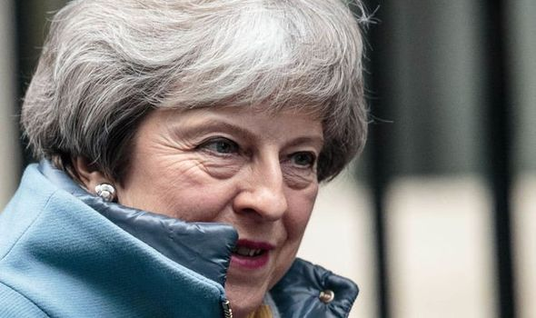 Brexit, da May impegno a modificare accordo su backstop