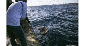Tensione alta a bordo della Sea Watch, migrante si butta in mare