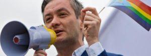 Polonia. Nasce il nuovo partito Wiosna. A lanciarlo Robert Biedrón, primo politico apertamente gay
