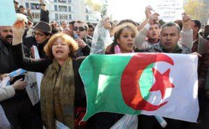 Algeria: centinaia di migliaia di giovani in piazza chiedono la fine del regime di Bouteflika