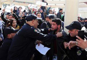 Algeria, protesta contro i bavagli. Fermati per ore 10 giornalisti