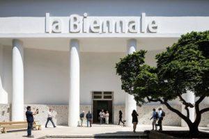 """""""May You Live in Interesting Times"""". A Venezia va in scena la Biennale delle arti visive"""