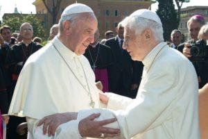 Pedofilia, il magistero dei due Papi cattolici