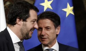 Governo, Salvini spintona Conte