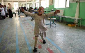 Storia di Ahmad, il bimbo che balla con la protesi che ha commosso il mondo