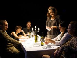 Quadretti familiari per nulla edificanti: 'Festa di famiglia' si recita a soggetto