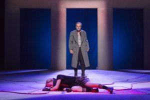 """Teatro Argentina. """"TITO/GIULIO CESARE"""", una rielaborazione shakespeariana col volto del potere attuale"""