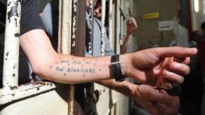 Carceri, cosa ci raccontano i tatuaggi dei detenuti