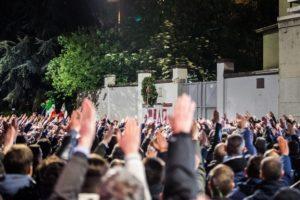 Processo a tre militanti di estrema destra per apologia di fascismo. Fecero il saluto romano il giorno della Liberazione