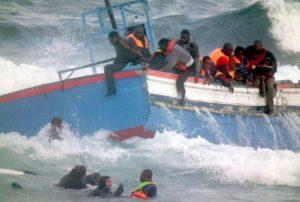"""Prima """"invasori"""" e poi """"untori"""". Ecco come sono visti i migranti nell'anno della pandemia"""