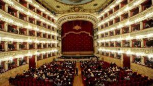 Bufera sul bando pubblico  del Teatro San Carlo: cercano addetto stampa 'senza difetti'