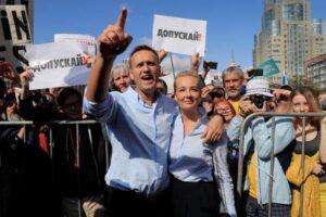 Russia, accuse di avvelenamento per il malore del dissidente Navalny