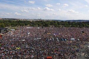 La nuova Primavera di Praga continua nonostante il no del Parlamento a sfiducia premier Babis