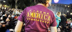Aggredito perché indossava la maglietta del Cinema America. L'ultimo episodio dell'onda fascista